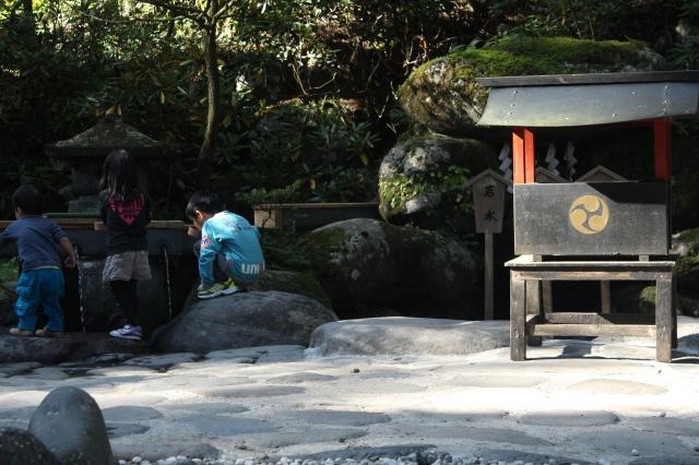 The children's shrine, appropriately attended.